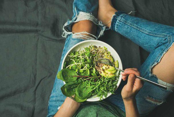 salad-oil-eating